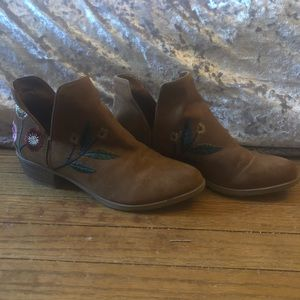 Embroidered brown booties (7 women's)
